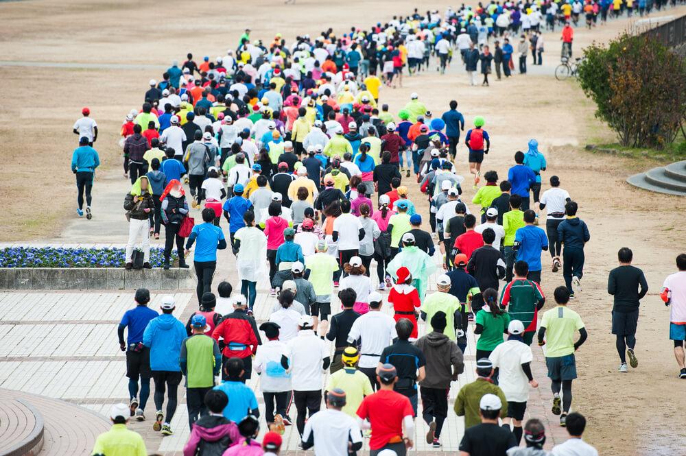 マラソン大会の後ろ姿