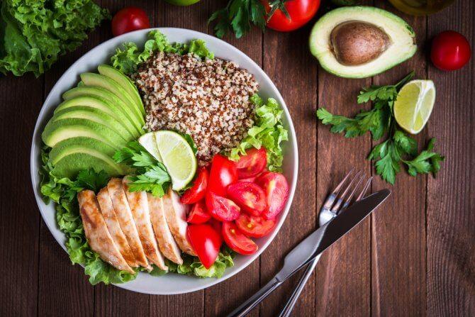 タンパク質豊富なサラダ