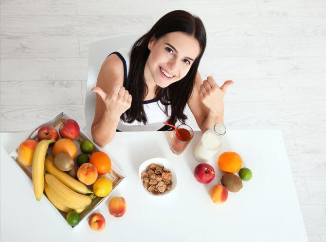 机のうえのフルーツ