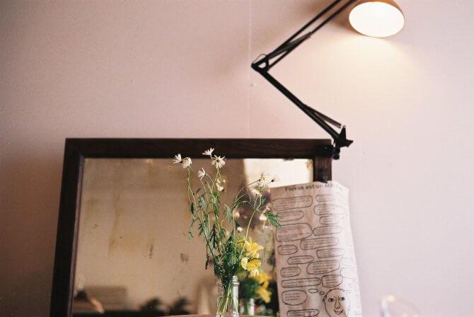 鏡とランプとフラワー