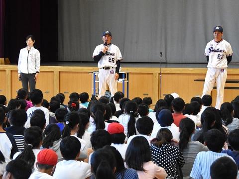 河端氏と徳山氏が板橋区立常盤台小学校を訪問!