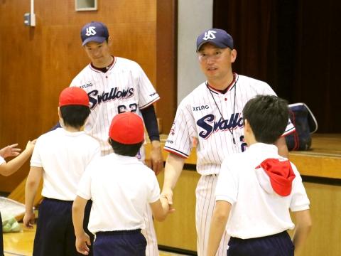 河端氏と徳山氏が杉並区沓掛小学校で打ち方指導!