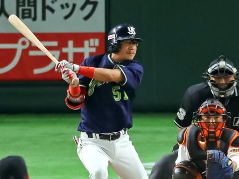 藤井選手がマルチ安打でチャンスメイク