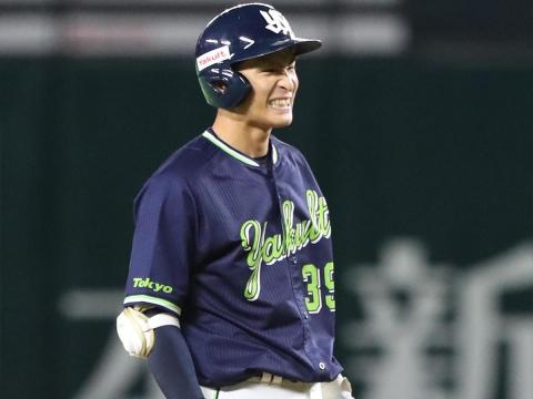 宮本選手が追加点となるタイムリー二塁打!