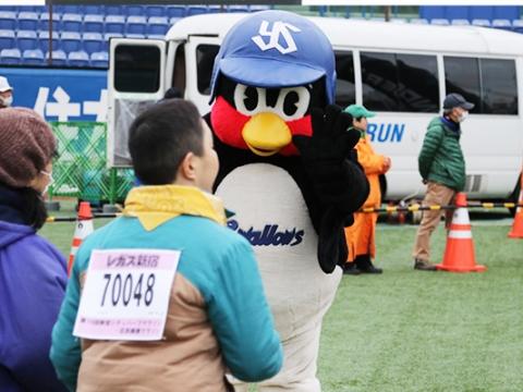 つば九郎が「第16回新宿シティハーフマラソン」に登場!