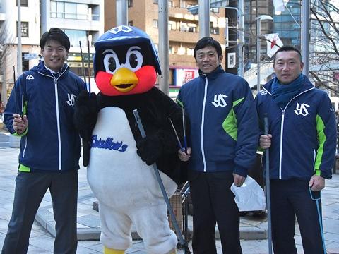 つば九郎が外苑前駅付近での清掃活動に参加!