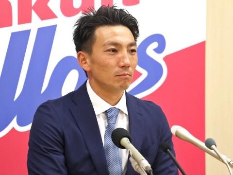 嶋基宏選手が入団会見!「自分に何が出来るかを考えてプレーしたい」