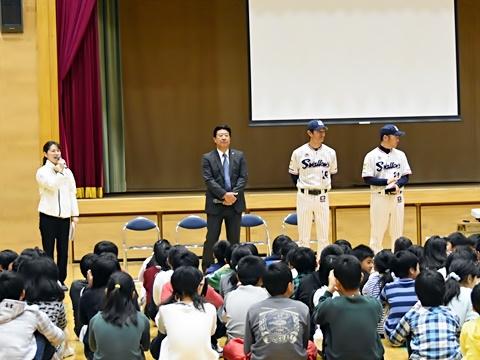 伊東氏、山部氏、河端氏が板橋区立中根橋小学校を訪問!
