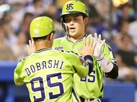 村上選手がプロ初の2打席連続本塁打