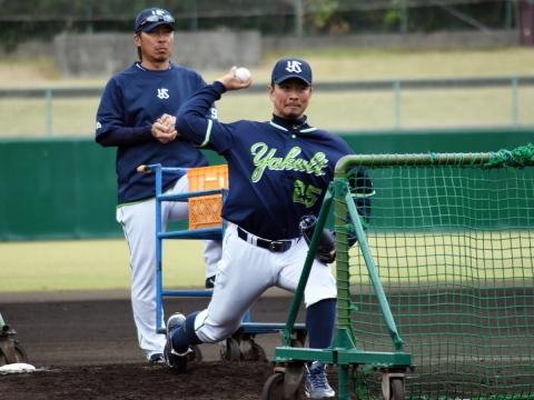 館山投手が今キャンプ初の打撃投手