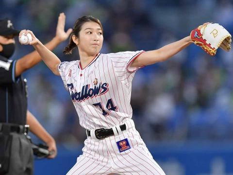 池江璃花子選手が始球式に登場