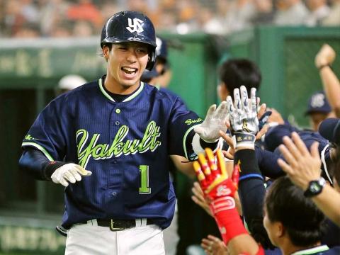 山田選手が追加点となる6号3ラン