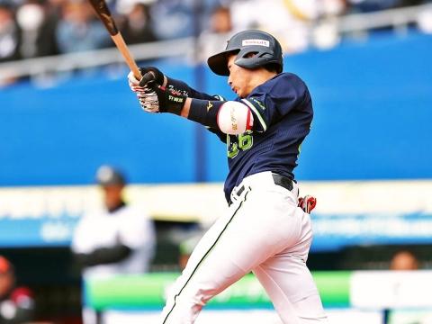 廣岡選手がマルチ安打と犠打で活躍