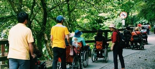 多扶接送服務輪椅朋友出遊