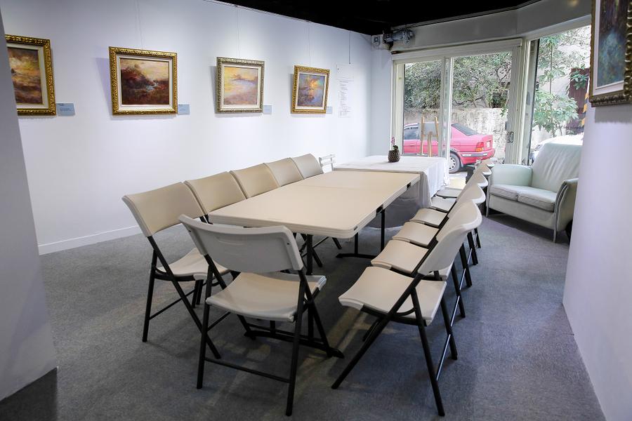 工作室結合展覽空間,工作同時浸淫於藝術之中