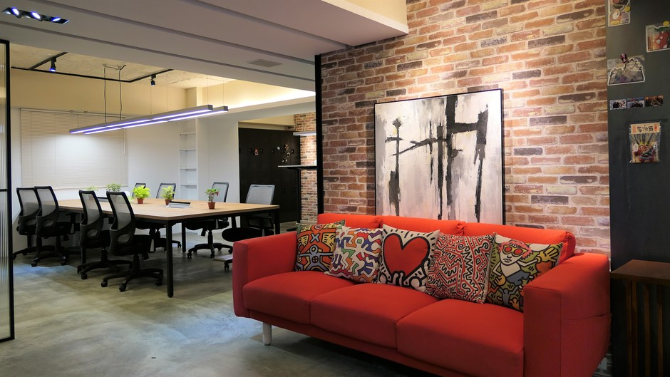 超舒服辦公室,所有辦公家具都是經過仔細調整,讓大家坐久不累