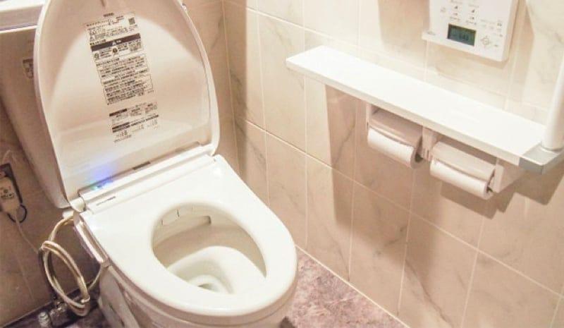 トイレの臭いや黄ばみを解消!トイレクリーニング