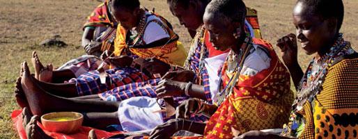 アフリカからの贈り物、美しきビーズ刺繍サンダルの物語