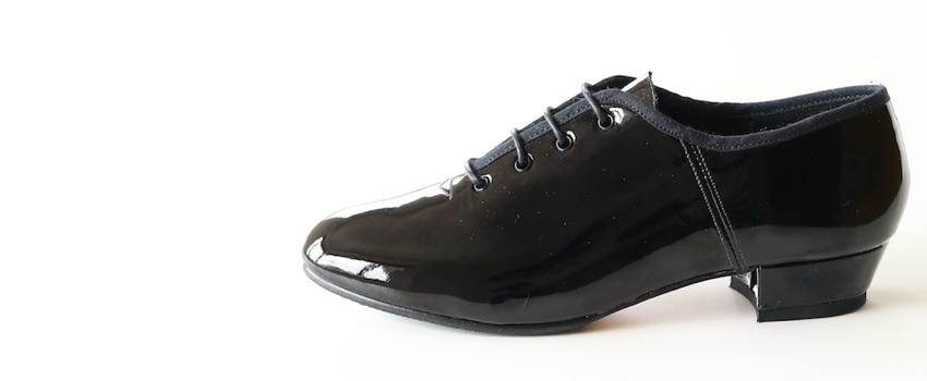 940c4d94217 女性らしさを履く、エナメルレザー靴。その魅力と長持ちのための秘密を探る