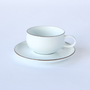 G-type tea cup and saucer