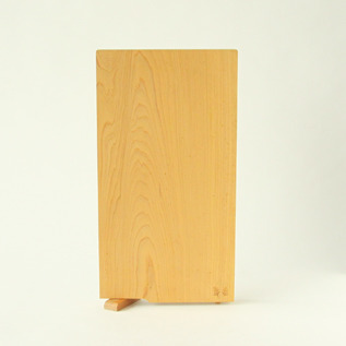 A single plate cutting board with stand M