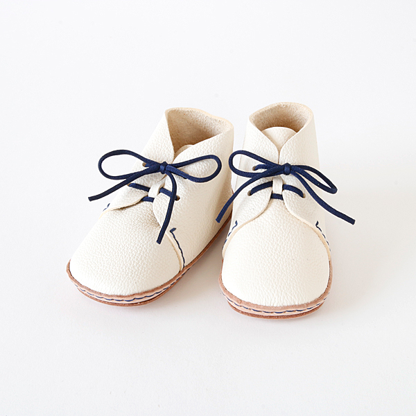 Bespoke First shoes kit nico