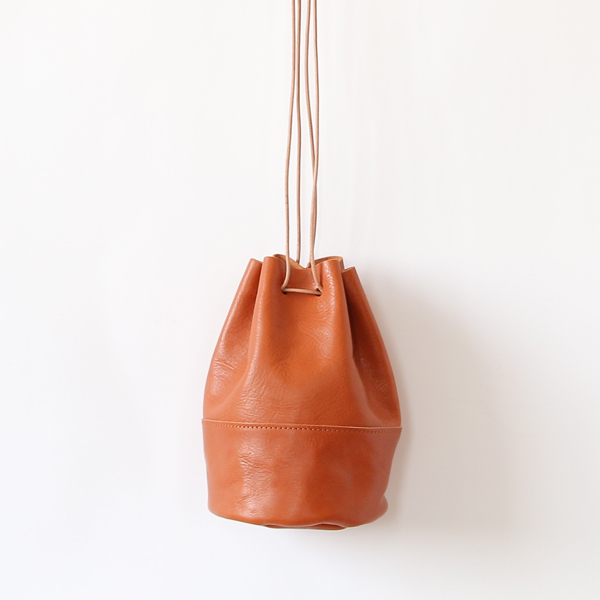 HORSE LEATHER DRAW STRINGS POUCH/S(巾着ショルダー)(TAN)