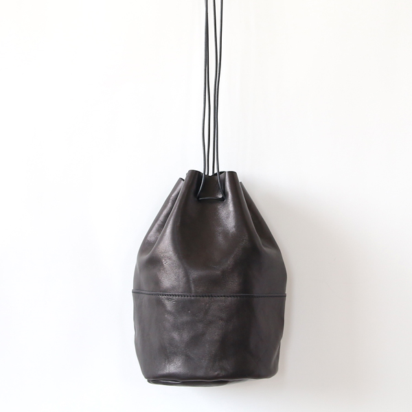 HORSE LEATHER DRAW STRINGS POUCH/M(巾着ショルダー)(BLACK)