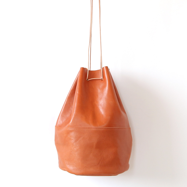 HORSE LEATHER DRAW STRINGS POUCH/L(巾着ショルダー)(TAN)