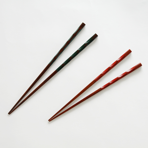 A PAIR OF CHOPSTICKS TORTOISE SHELL PATTERN