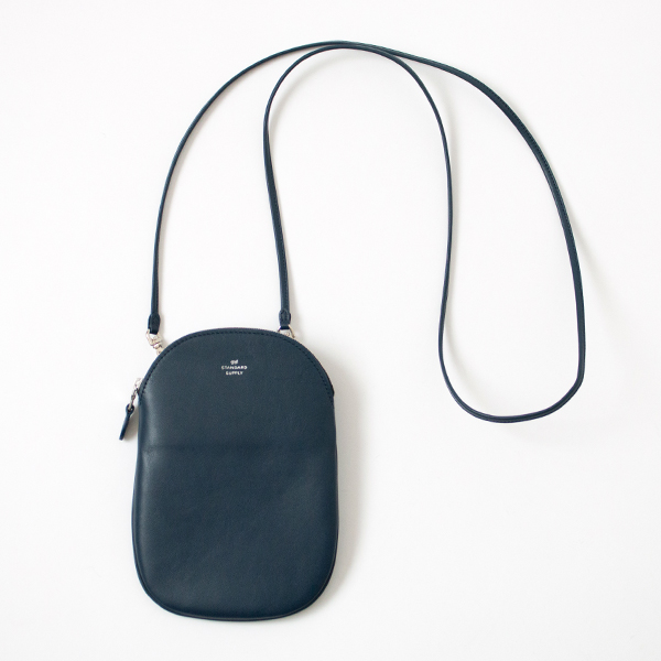 OVAL POUCH M