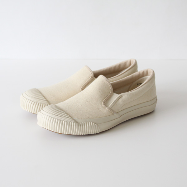 "<span class=""fWBold"">岡山</span><br/>SHELLCAP SLIP-ON OFF WHITE (22〜23cm)"