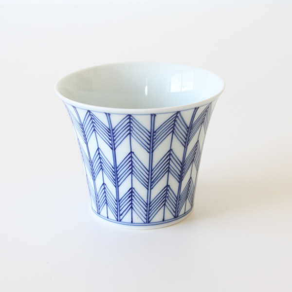 Curved Sake Cup Arrow feather