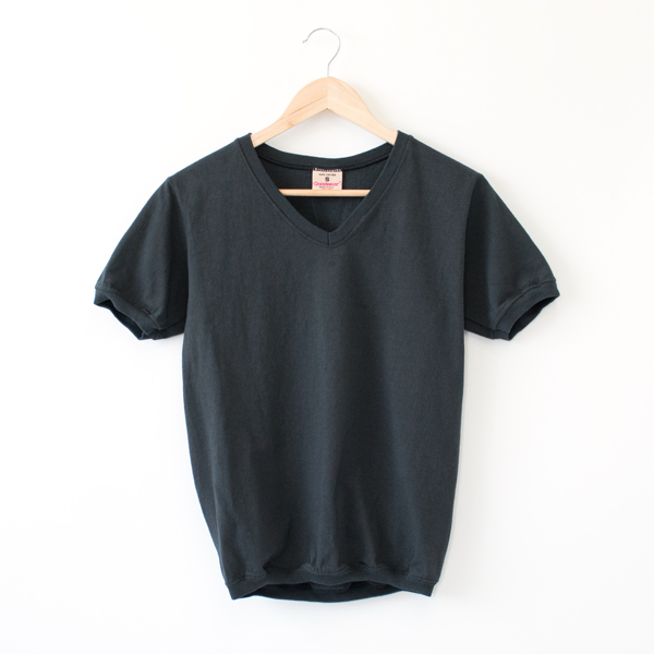 V NECK SHORT SLEEVED TOP  OFF BLACK