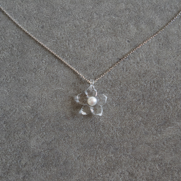 BESPOKE NECKLACE PEARL LITTLE FLOWER