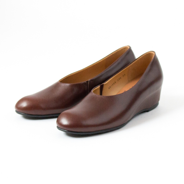 BESPOKE MUKAVA INN WEDGE SOLE PLAIN PUMPS  DBR