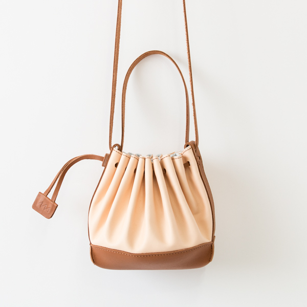 PLEAT LEATHER BAG