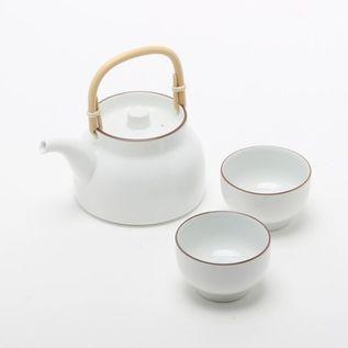 BASIC TEAPOT AND TEACUP