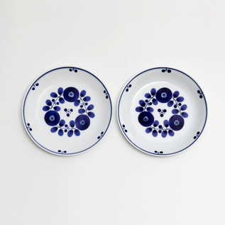 A PAIR OF BLOOM PLATE