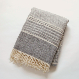 THROW QUILT LIGHT GREY