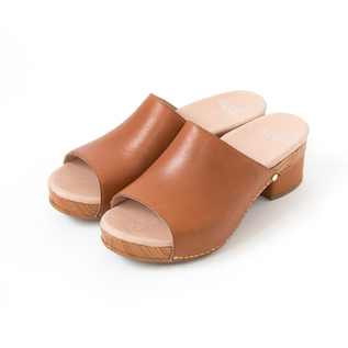 MACI CLOGS SANDALS CAMEL