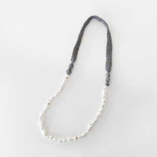 KNIT PEARL NECKLACE