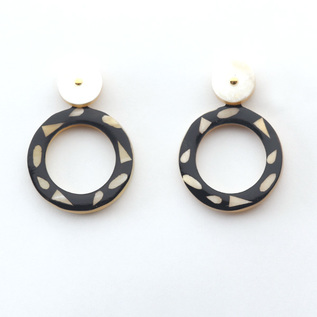 HORN CIRCLE EARRINGS