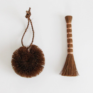 Small kitchen scrubbin palm brush set round