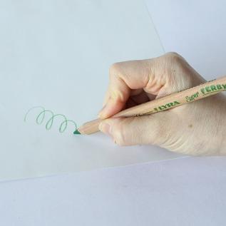 自然と正しい鉛筆の持ち方を覚えます