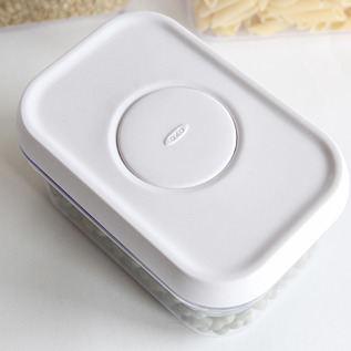 ドライフード(乾燥食品)を保存するのに役立つ密閉容器です