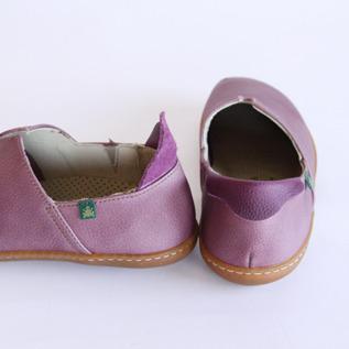 フィット感があり、脱ぎ履きし易い靴です