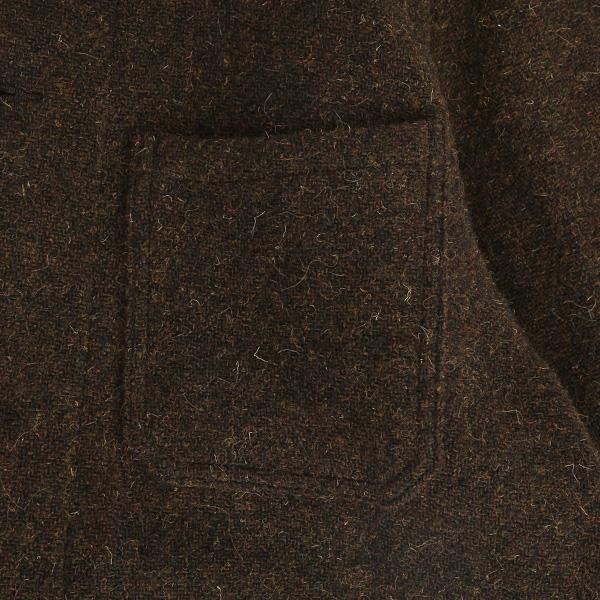 ポケットは胸、腰と合計3つ