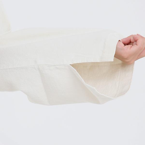 身幅や袖が大きくゆとりがあるように作られています