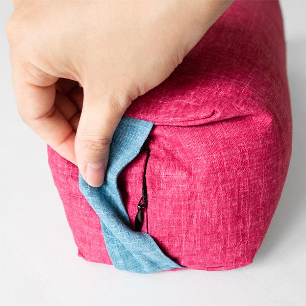 カバーはジッパーで簡単に取り外し可能(Azalea・Saxe Blue)